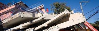 Une maison détruite par le séisme du 12 janvier 2010 en Haïti. Crédit Photo INURED. CC BY-SA.jpg